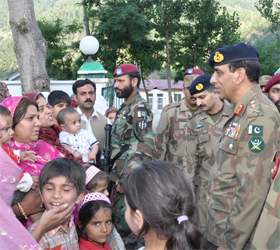 Kayani visits flood-hit areas