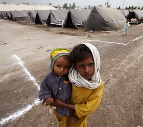 Pakistan seeks to salvage economy as more flee floods