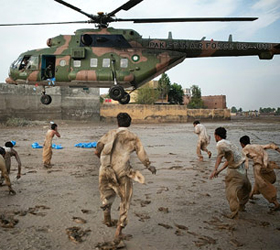 Threats will not deter UN from aiding Pakistani flood victims: Holmes