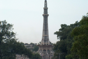 197-Minar-e-Pakistans_west_side_July_1_2005