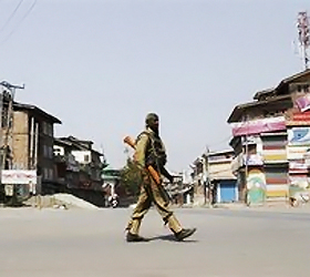 3 killed in Valley even as Army patrols streets
