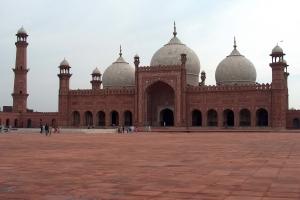 Badshahi_Mosque_July_1_2005_pic32_by_Ali_Imran