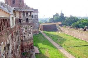 The-outer-walls-of-the-Shahi-Qila-Lahore-Pakistan