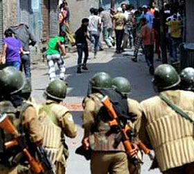Khaki enemy? 60000 Kashmiris apply for 3000 police jobs