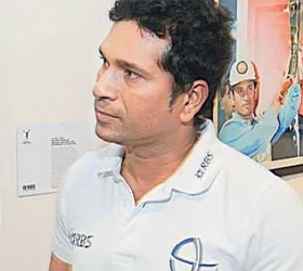 Aamir's a cricket fan: Sachin