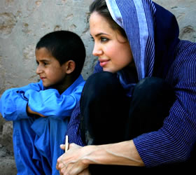 Angelina Jolie meets flood victims in Pakistan