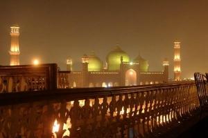badshahi_mosque_by_night_again_0