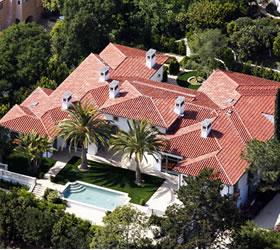 Beckhams' put UK mansion on sale