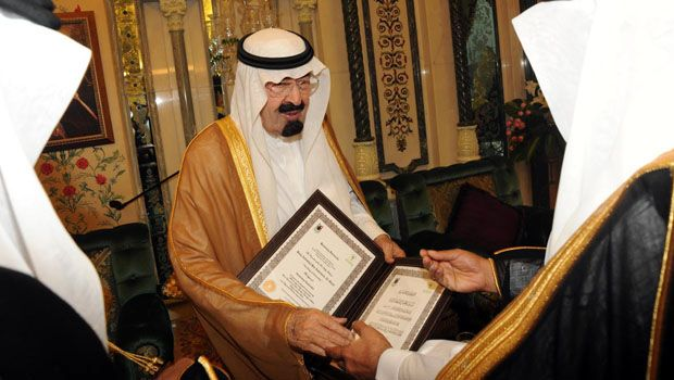 King gets doctorate from Umm Al-Qura
