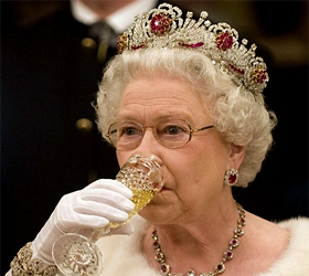 your-£96000-bill-for-dusting-the-royal-chandeliers-£1.5m-spent-on non-urgent-jobs-while-queens-officials-pleaded-poverty