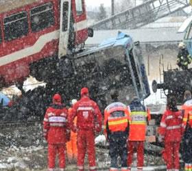 Ukraine train, bus collision kills 37