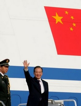 Wen Jiabao accorded warm welcome on arrival