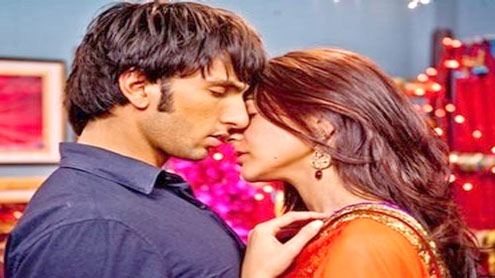 Anushka, Ranveer's kiss shocks guests