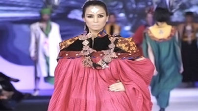 Catwalk gives way to cricket at Pakistan Fashion Week