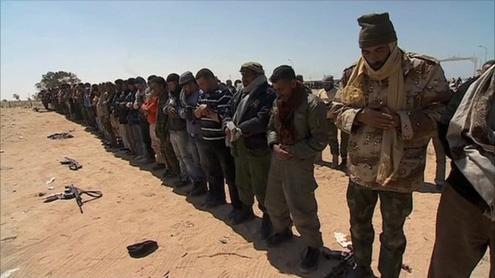 Libya crisis: Explosions shake Tripoli