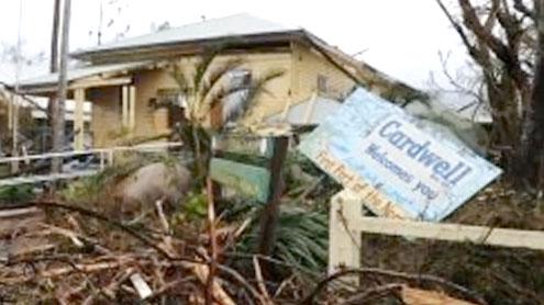 Floods swamp cyclone-hit Australia towns