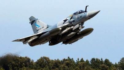 Qaddafi's tanks elude airstrikes
