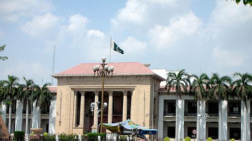 Lahore: Stray bullet injures cameraman of Dunya News near Punjab Assembly