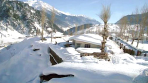 Swat: Snowfall continues at tourist resorts