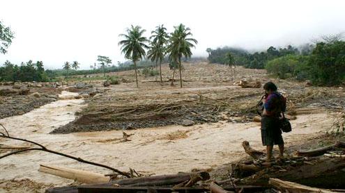 Thailand tourist islands flood in deadly rains