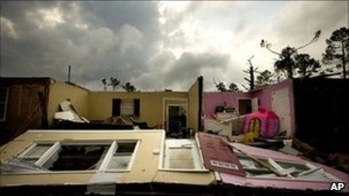 Tornado fears as US south hit by deadly spring storms