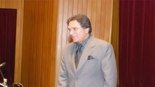 Actor, comedian, compere Moeen Akhtar passes away