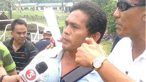 Armed tribesmen in Philippines free 12 hostages