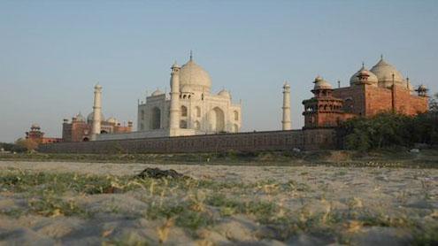 Dry Yamuna giving Taj Mahal that sinking feeling?