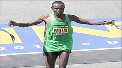 Geoffrey Mutai runs fastest ever marathon in Boston