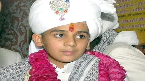 Indian schoolboy, 12, crowned Maharaja of Jaipur