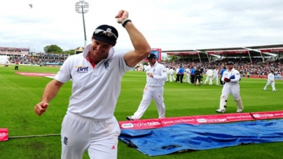 England on track for whitewash