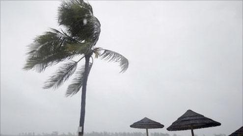 Hurricane Irene hammers Bahamas on way to US