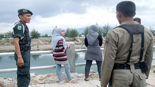 Indonesian Sharia police separate Aceh lesbian couple