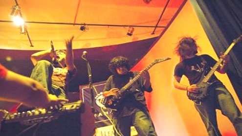 Young Pakistanis turn to music to beat bombers