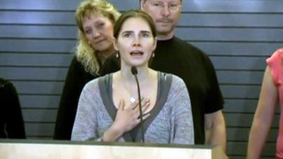 """Overwhelmed"" Amanda Knox returns home to Seattle"