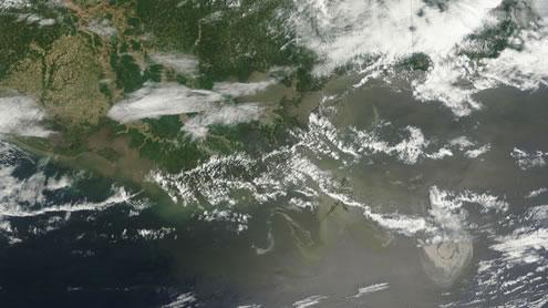 Storm Threatens New Zealand Oil Spill Site