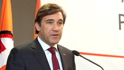 Portugal's PM Pedro Passos Coelho visits Angola