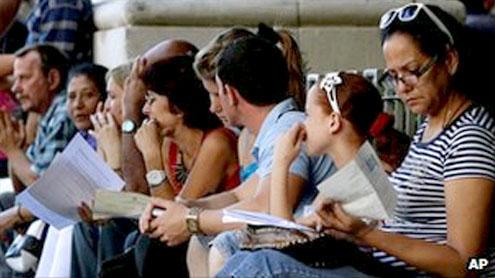 Spanish exiles' Latin America families in passport rush