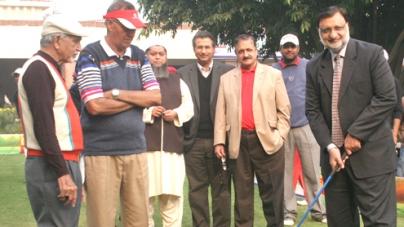 Shafiq Masih and Matloob Ahmed front runners in Quaid e Azam Golf