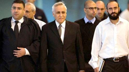 Disgraced Ex-Israeli president heads to prison