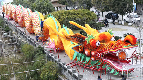 Chinese new year: millions of migrant workers head home for the holidays