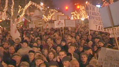 Hungarians protest against new Fidesz constitution