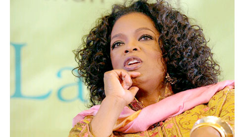"""Oprah charms """"chaotic"""" India"""