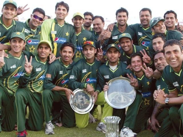 Pakistan eye clean sweep