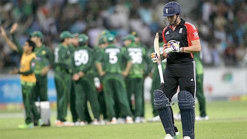 Gul, Ajmal lift Pakistan as England falter