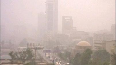 Duststorm lashes Karachi, parts of Sindh