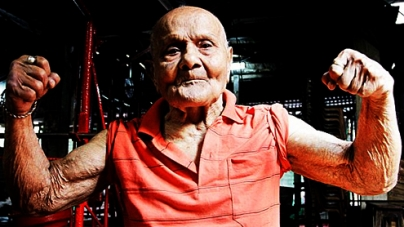 Former Mr. Universe flexes muscles at 100