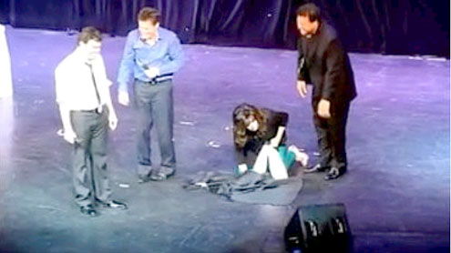 Marie Osmond sprinkles when she tinkles on stage