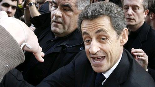 Sarkozy hides in bar amid protest