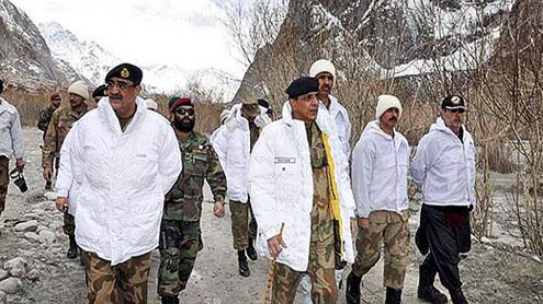 Desperate rescue efforts at Siachen